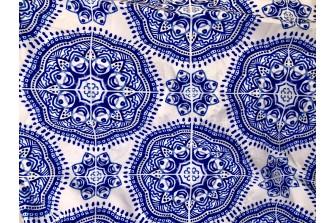 Матовый шелк с синим узором